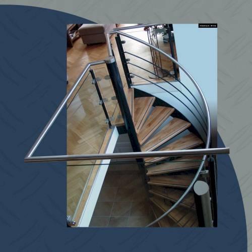 Trappen houten trappen doehetzelf trappen en for Houten trap buiten